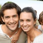 Οικογένεια που χαμογελάει